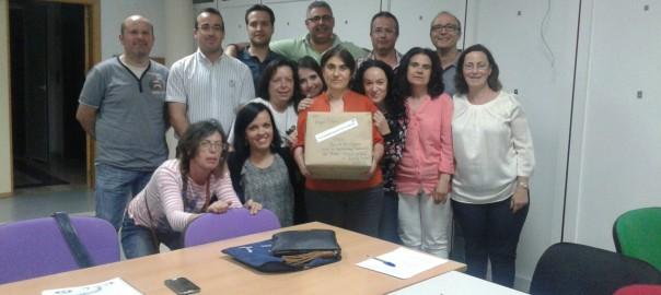 Estupendo Grupo de Sisante con Angel Delmu recibiendo el paquete de TRES Docenas DE www.tortasdealcazarporelmundo.es
