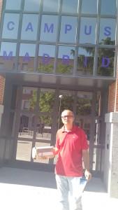 Entrega obsequio de docena de www.tortasdealcazarporelmundo.es al Campus Madrid Google