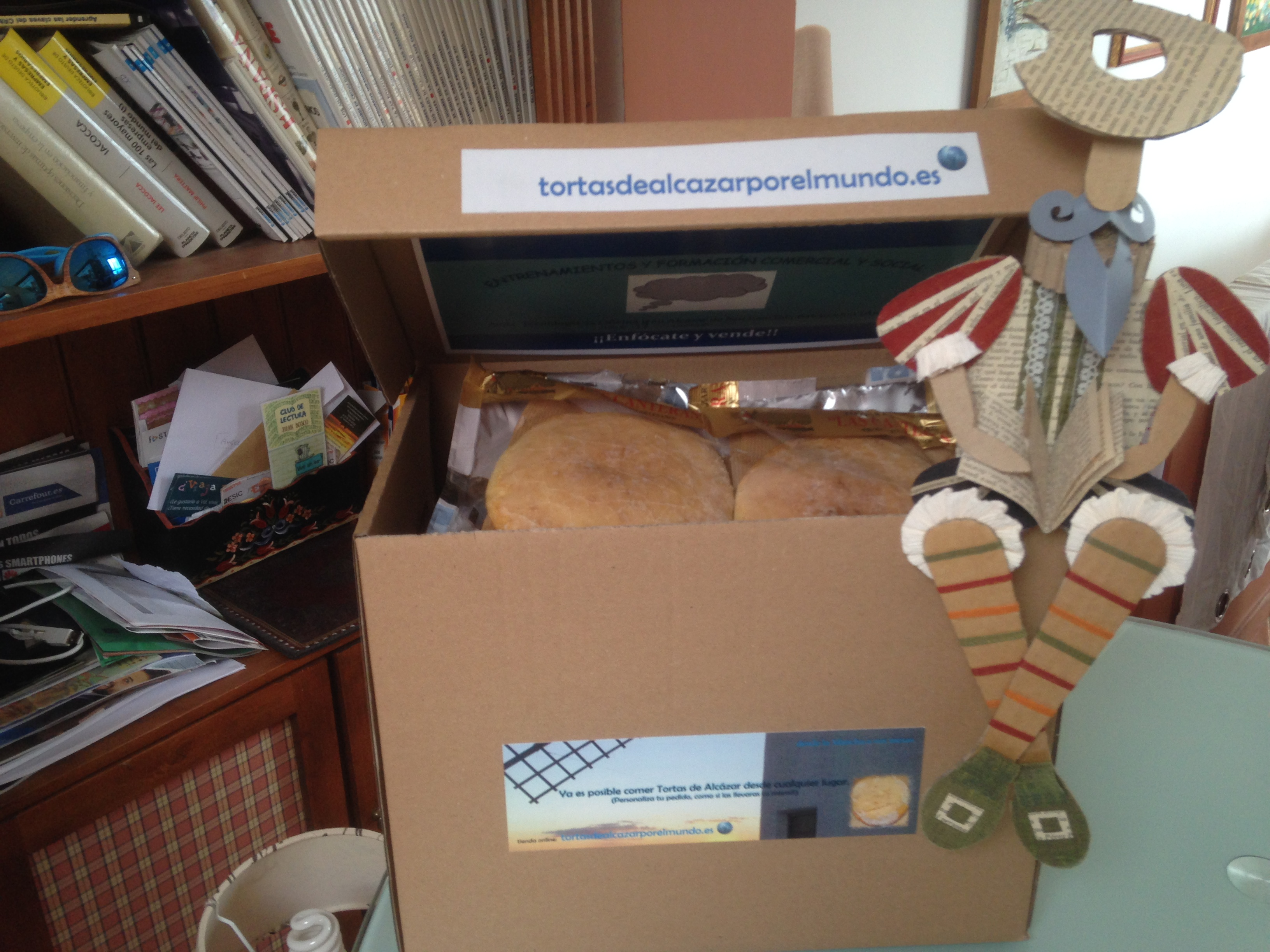 caja con tortas las canteras y Don Quijote o Hidalgo