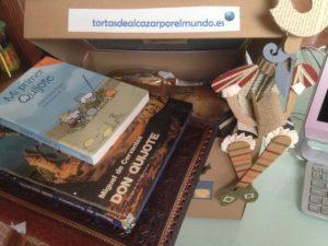 caja con tortas las canteras y Don Quijote o Hidalgo y libros con su aventura