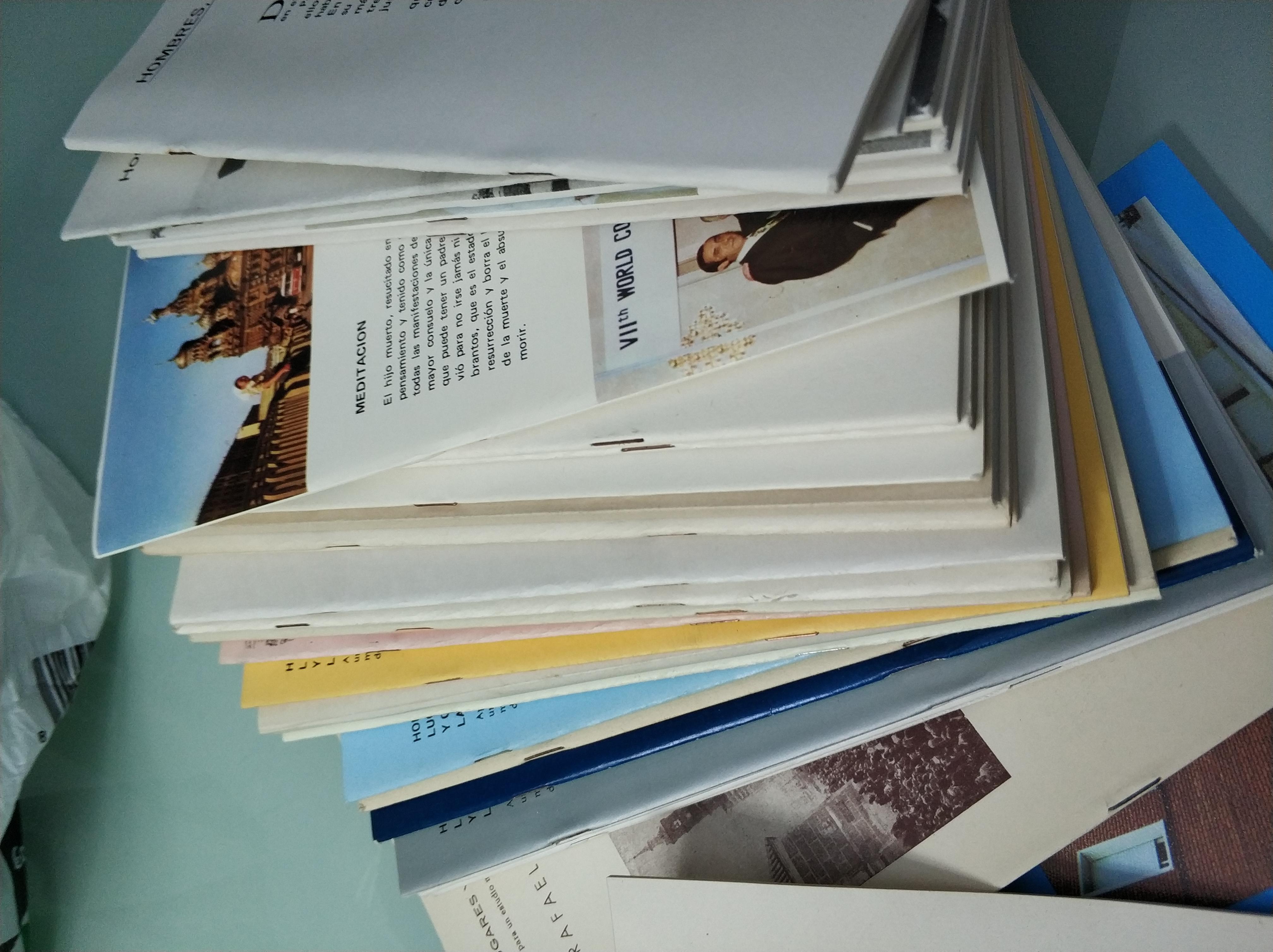 Varios ejemplares de Hombre Lugares y Cosas de La Mancha